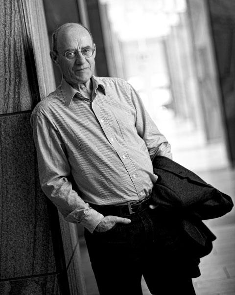 Göran Arvidsson är docent i företagsekonomi och har lång erfarenhet av ekonomiska analyser inom sjukvård och tandvård. Han är också ersättare i Nämnden för statligt tandvårdsstöd.