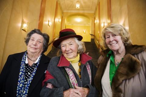 Daisy Diamant, Carmen Rubin och Dagmar Gimstedt gick i samma klass på tandläkarutbildningen i Stockholm på 1940-talet.
