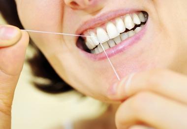 Tandtråd varannan dag inte tillräckligt