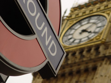 Tandläkare i England krävs på miljonbelopp