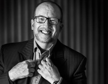David Winkler kallar sig för tandvårdens Woody Allen. Han gillar att ifrågasätta och provocera. - winkler-utv_undersida