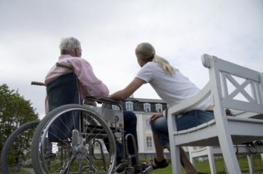 Sköra äldre tappar kontakt med tandvården