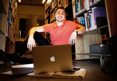 Nätpluggande hjälper Rabi att klara tentan