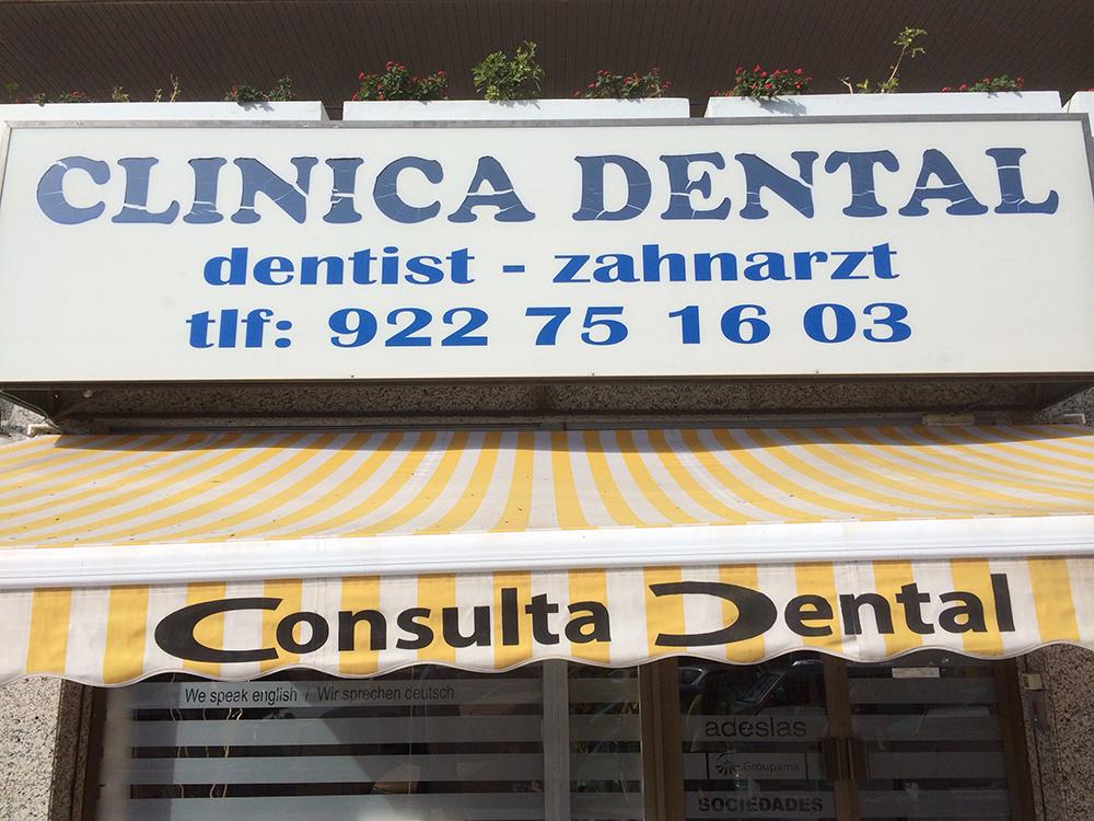 Precis bredvid busstationen ligger Clinica Dental. Det är en trevlig mottagning som behandlar både turister och fastboende. Personalen är mycket vänlig och tillmötesgående.