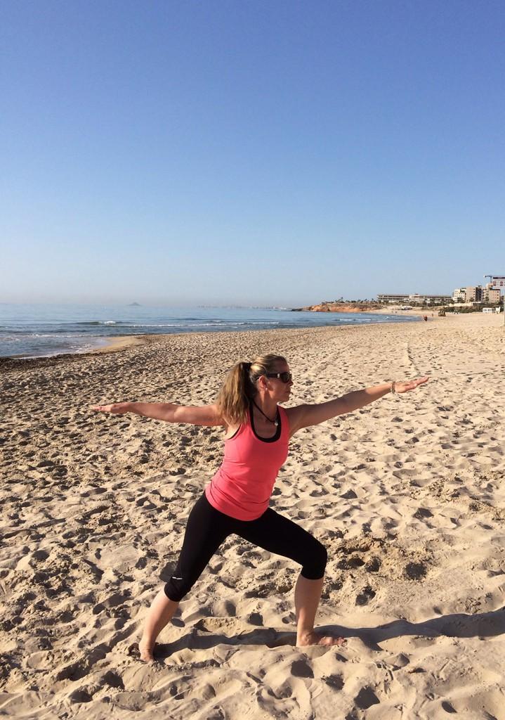 Yoga på stranden är helt klart ett mycket bra alternativ till en tuff vandringsdag!