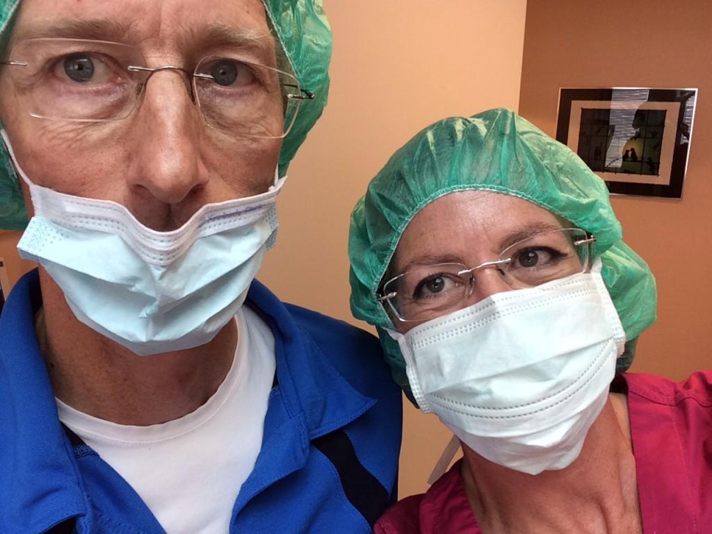 Här är min mentor Peter Olsson och jag strax klara för att operera.