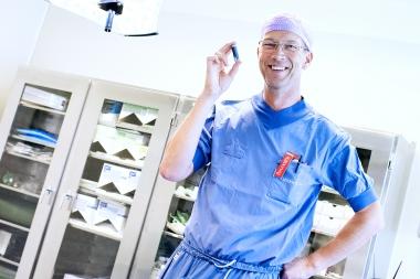 Implantatkirurgi kräver vana och volym