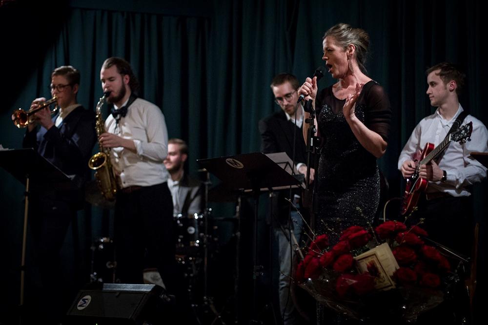 Att sjunga tillsammans med Mill Street Jazz Orchestra gav adrenalinpåslag och kraftigt hjärtbank... Jag hoppas ingen av åhörarna tyckte det var ett hjärtskärande framförande!