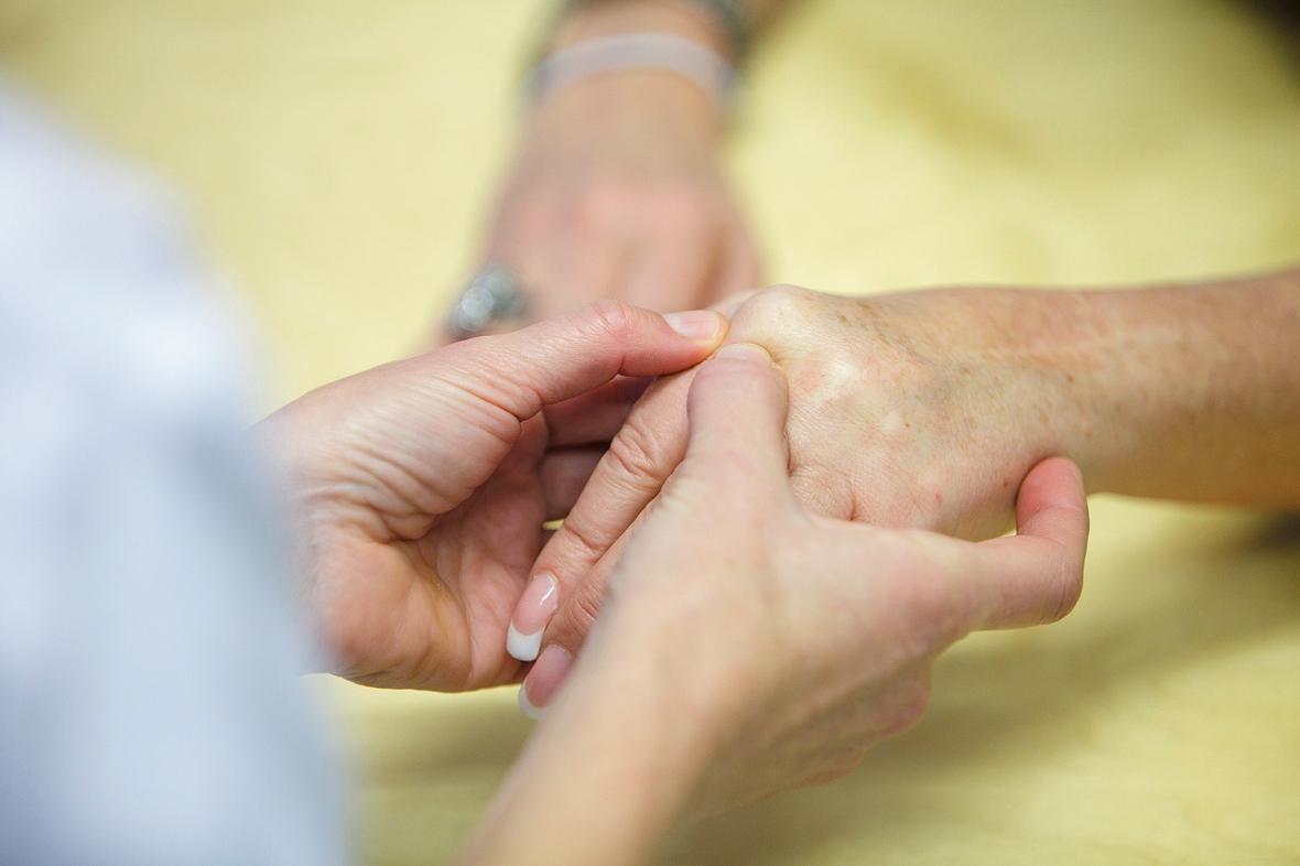 reumatism tidiga symptom