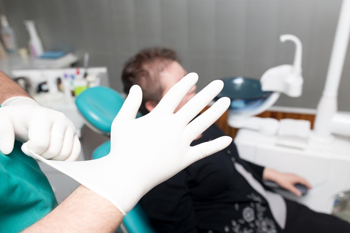 Var tionde allmäntandläkare slarvar med handhygienen
