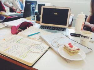 Studier med tårta