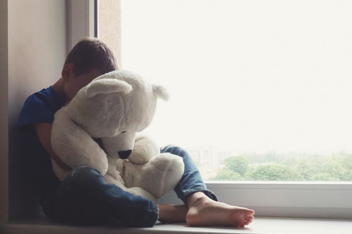 Andelen barn som far illa minskar i Sverige